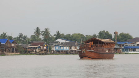 Discover Ayutthay by boat