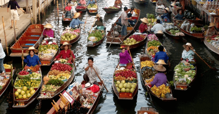 Damnensaduak floating market and the culture of Thailand